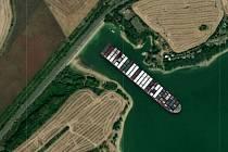 Loď Ever Given na přehradě Nechranice.
