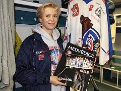 Veronika Kroftová s kalendářem.