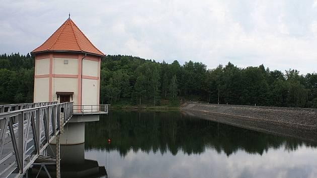 VODNÍ nádrž Chřibská slouží k zásobování pitnou vodou.