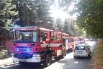 Hasiči z Jílového zasahovali u požáru v panelovém domě.