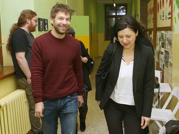 Ministr spravedlnosti Robert Pelikán a eurokomisařka Věra Jourová navštivili ZŠ v Krásné Lípě.