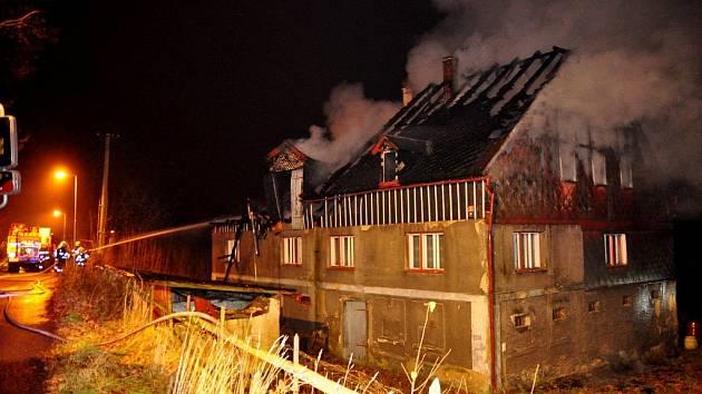 Požár opuštěného domu v Rumburku – Horním Jindřichově.