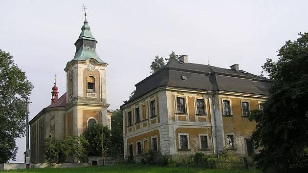 Kostel sv. Jana Nepomuckého ve Starých Křečanech je cenným dokladem barokní sakrální architektury