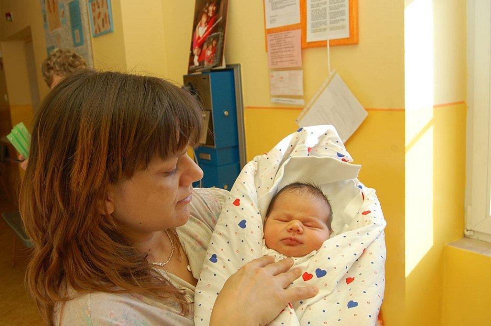 Ivetě Váňové z Děčína se 25. února ve 14.00 hodin v děčínské porodnici narodil syn Josef. Vážil 3,75 kg a měřil 50 cm.
