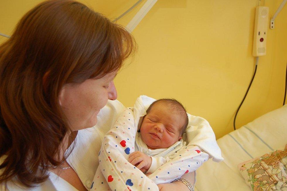 Zdeňce Zajíčkové z Děčína se 26.února ve 20.00 hodin v děčínské porodnici narodil syn Michal. Vážil 3,30 kg a měřil 51 cm.