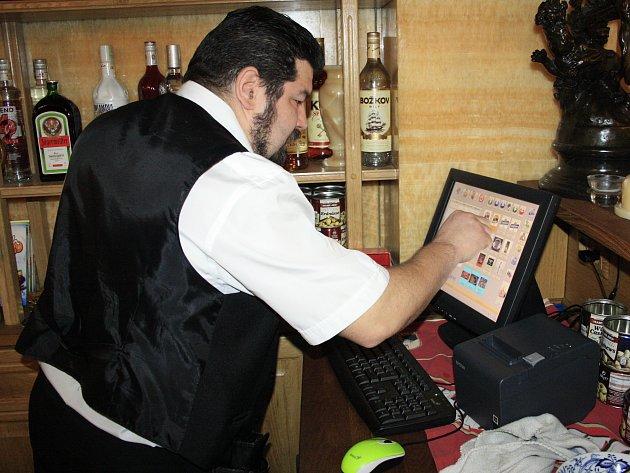 EET pokladna v jedné z děčínských restaurací.