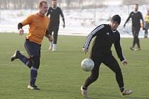 JÍLOVÉ začalo turnaj vítězstvím nad Ledvicemi. Vlevo je Michal Horyna.