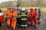 Letecká záchranka cvičí s hasiči zásahy v soutěskách u Hřenska.