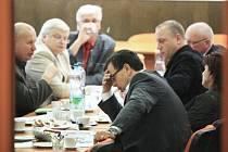 Sociální demokraté při jednáních s komunisty v Teplicích