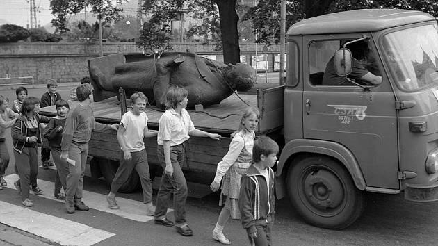Pomník V.I. Lenina stál v Děčíně pouhých 16 let, po Listopadu skončil v muzeu.