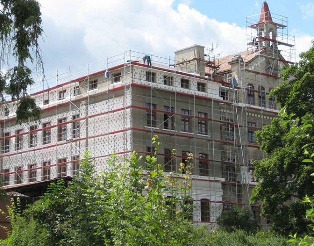 Krásnolipskou školu obsadili řemeslníci