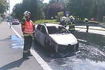 Požár osobního auta na plyn v Dělnické ulici v Děčíně.