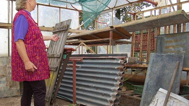 Zahradnictví U Moců v Markvarticích nefunguje. Nikoliv proto, že by manželé své podnikání vzdali, ale kvůli červencové povodní. Ta zahradnictví zcela zničila.