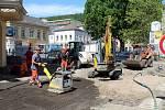 Opravy v Podmoklech pokračují.