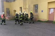 Tři hasičské jednotky vyjely k požáru v suterénu budovy bývalého Centrofloru v Dělnické ulici v Děčíně