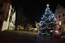 Vánoční strom v Benešově nad Ploučnicí.