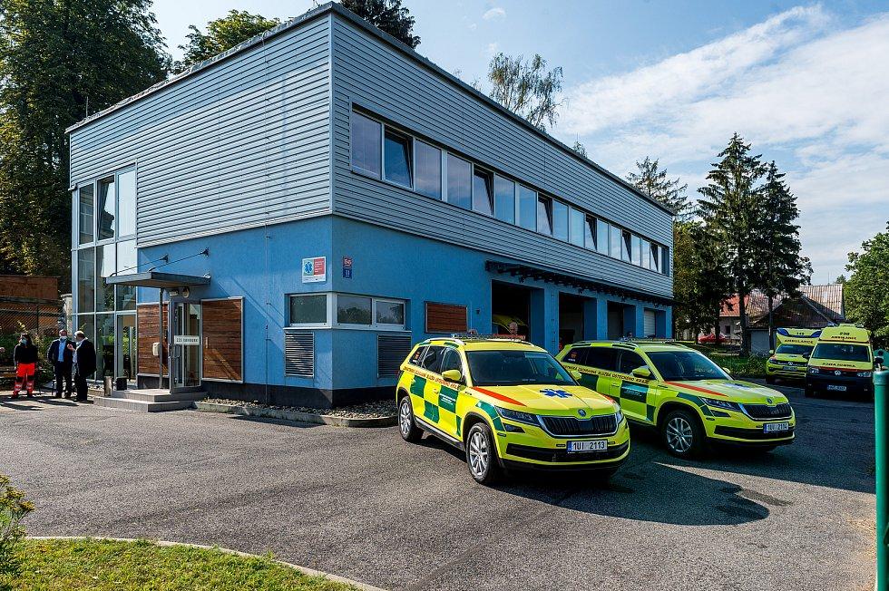 Záchranná služba v Rumburku má dvě nová terénní auta.