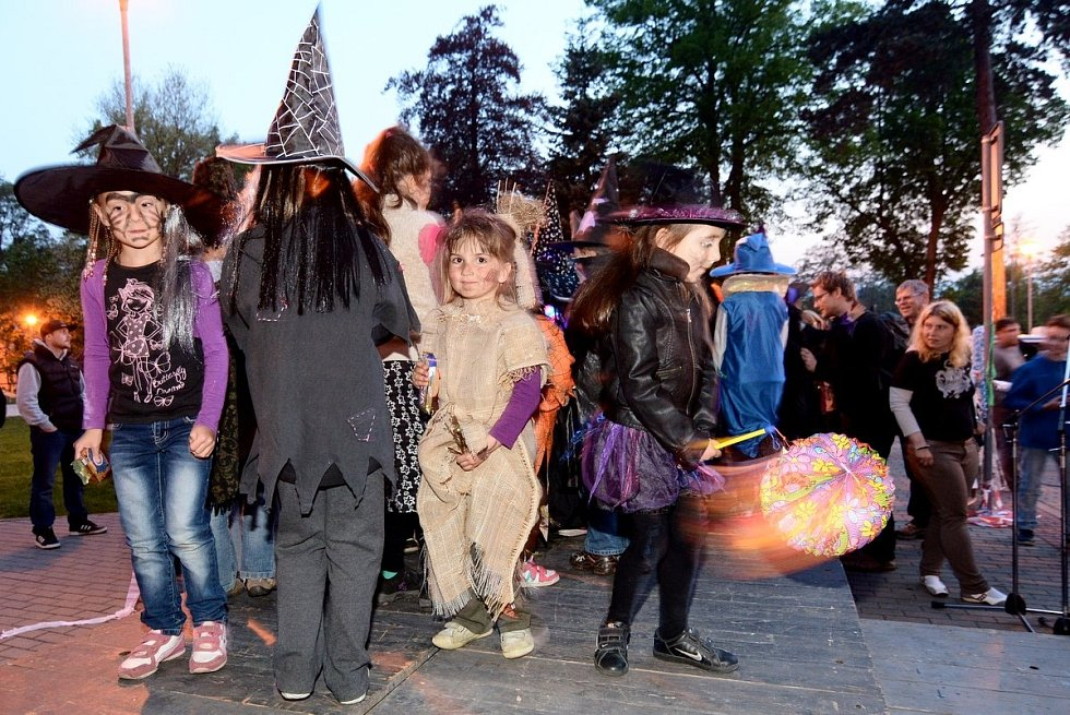 Tradiční Rampušačka přilákala ve Varnsdorfu davy lidí.