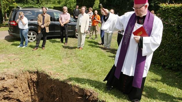 V Děčíně pohřbili téměř 400 původních obyvatel města, kteří v něm žili před 700 lety.