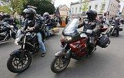 Noční vlci a další motorkáři dorazili 8. května 2016 do Děčína.