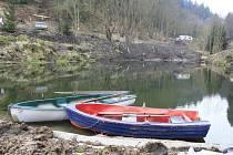 Malý rybníček v Přípeři obnovili dobrovolníci.