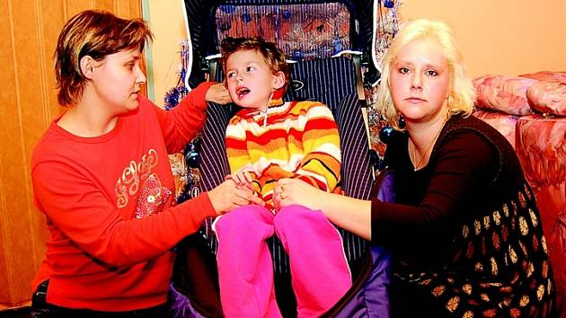 Dana Špatenková při předávání dárku neskrývala slzy