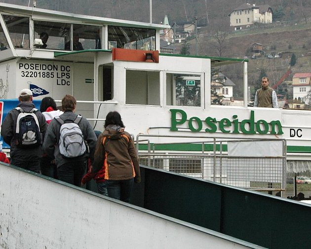 Výletní loď Poseidon jezdí  od 3. dubna z Děčína přes Hřensko do německého Bad Schandau