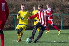 PORÁŽKA. Varnsdorf prohrál 0:1 v Brozanech. V žlutém dresu na snímku varnsdorfský Bílek.
