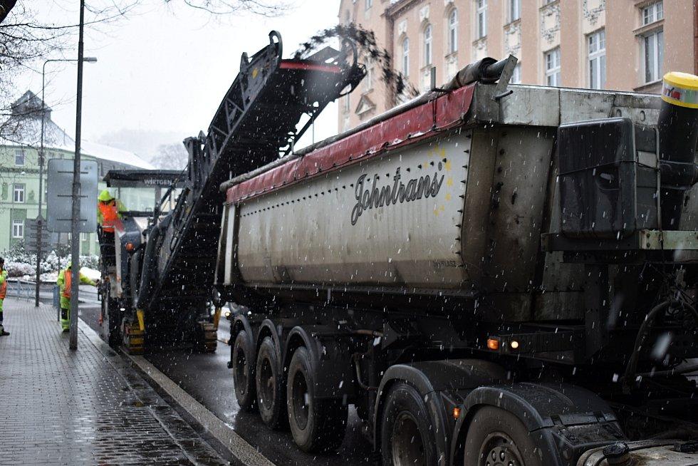 Ředitelství silnic a dálnic začalo s opravou průtahu Děčínem.