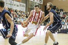 BRAVO! Basketbalový Děčín vyloupil pardubického hnízdo a potvrdil vedení v soutěži.