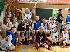 MLADÉ DĚČÍNSKÉ BASKETBALISTKY braly na turnaji v Jeně druhé místo.