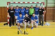 VÍTĚZOVÉ. Tým Futsal Varnsdorf po roce opět vyhrál krajský pohár v sálové kopané.