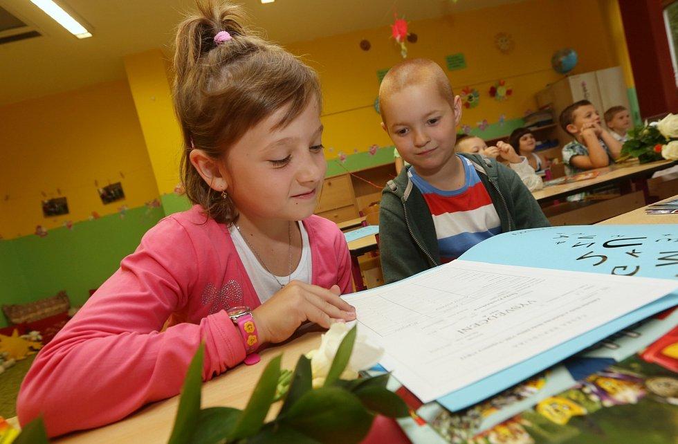 Na Základní škole Vojanova v Děčíně už děti dostaly vysvědčení.