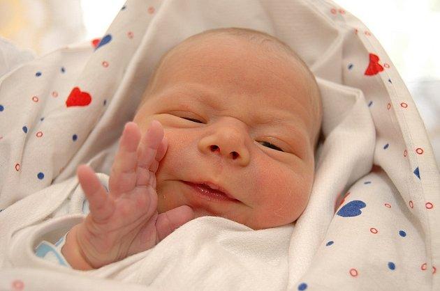 Lence Brandejsové z Děčína se v děčínské porodnici 6. září ve 20.46 narodil syn Tomáš.
