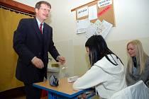 Poslanec Evropského parlamentu Jaromír Kohlíček byl v úterý 27. ledna hostem na Gymnáziu Varnsdorf