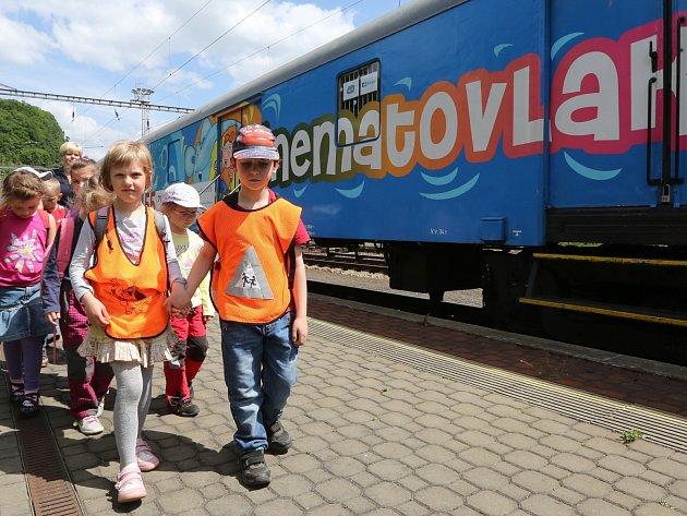 V Děčíně na hlavním vlakovém nádraží stojí speciální vlak: KINEMATOVLAK.
