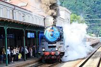Historický vlak přivezla do Děčína parní lokomotiva Albatros.
