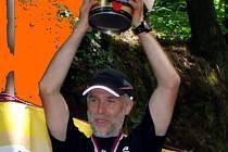 Mistr České republiky 2008 Tomáš Fúsek si mimo jiné odvezl z Ivančic také prezent na osvěžení po těžkém závodě