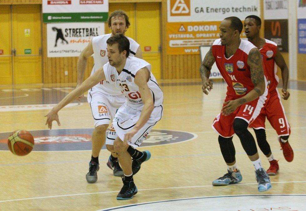 MNBL: BK Děčín (v bílém) vs. Jindřichův Hradec 117:88