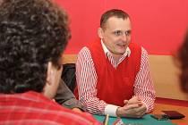 Vít Bárta si ke schůzce s lidmi vybral jednu z děčínských restaurací.