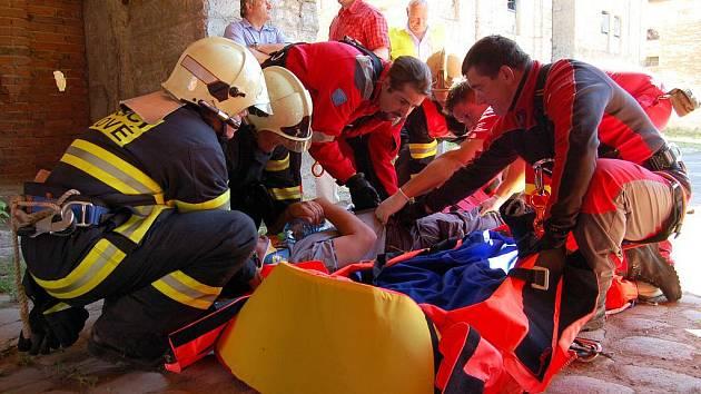 Kozí dráha ožila. Obsadili ji hasiči, záchranáři a policisté, a to v rámci cvičení.
