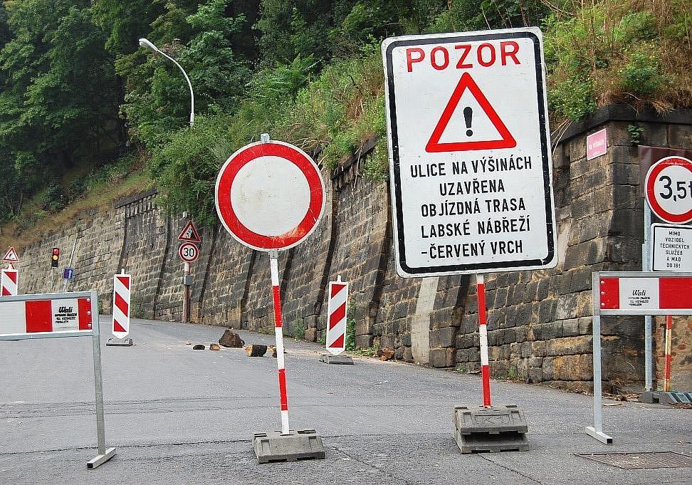 Padající kamení uzavřelo silnici na Škrabky už několikrát. Řidiči už ale mohou využívat nového obchvatu