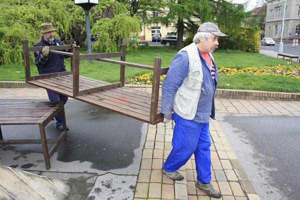 Kašny vDěčíně se již chystají na léto, město je čistí a postupně spouští.