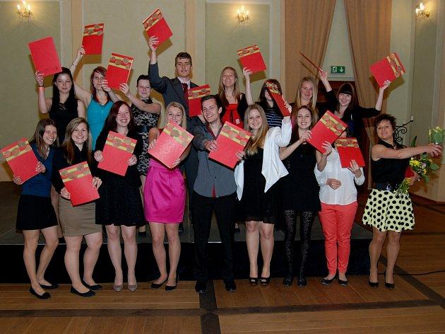 Studenti ze Střední zemědělské školy v Libverdě mají už svá maturitní vysvědčení.