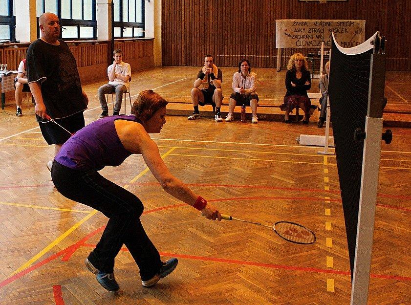 CHARITATIVNÍ turnaj v badmintonu se konal na Základní škole Vojanova v Děčíně.