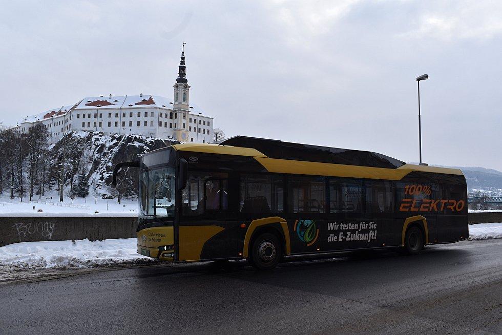 Děčínský dopravní podnik zkouší elektrobus Solaris.