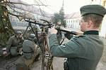 Zámek Děčín, výstava mapující historii armád sídlících ve zdejším zámku.Od Rakouska Uherska až po současnost, 2009.