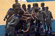 DOBRÝ VSTUP do extraligy hlásí děčínští basketbaloví žáci. Do tabulky si zapsali dvě výhry.