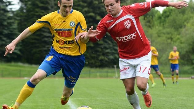 KOTLINA SE RADOVALA PO 2 MĚSÍCÍCH. Varnsdorf (ve žlutém) doma porazil Pardubice 2:1.