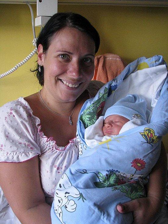 Mamince Petře Mikuláškové z Děčína se 11. října v 15.49 narodil v děčínské nemocnici syn Adam Mikulášek. Měřil 47 cm a vážil 2,7 kg.